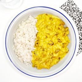 Pollo al curry con pasas y manzana